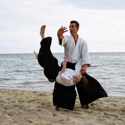 Julius Aib performing Irimi on the beach